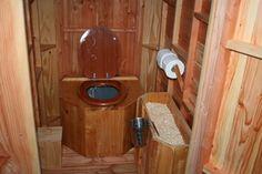 Toilette s che int rieure avec bac copeaux de bois la for Toilettes seches interieur
