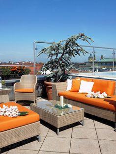 """Die schönsten Rooftop-Bars in Deutschland auf STYLIGHT.de Hier die """"China Moon Roof Terrace"""" auf der Dachterrasse des Mandarin Oriental Hotels in München."""