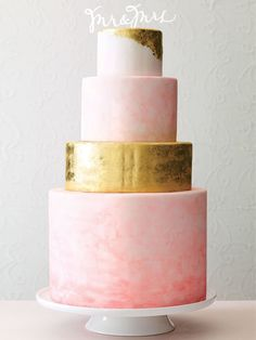 These 16 hand-painted and watercolor wedding cakes are equal parts delicious and dreamy.
