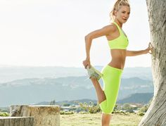 Glowing golden girl Kate Hudson has a seriously athletic bod. Here's how she maintains her svelte physique. By Crystal Chin