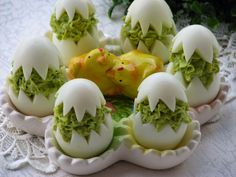 Fabulous cuisine: Eggs stuffed with peas- Bajeczna Kuchnia: Jajka faszerowane groszkiem Fabulous cuisine: Eggs stuffed with peas - Easter Recipes, Appetizer Recipes, Fingerfood Party, Food Carving, Romanian Food, Egg Dish, Food Decoration, Polish Recipes, Food Humor
