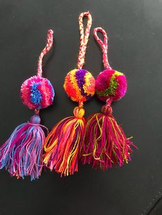 Small Mexican handmade colorful pom pom tassel Charms / pompom purse charms on Etsy Pom Pom Crafts, Yarn Crafts, Crochet Patterns For Beginners, Knitting Patterns, Hand Crochet, Crochet Hooks, Tassel Purse, Boyfriend Crafts, Crafts To Make And Sell