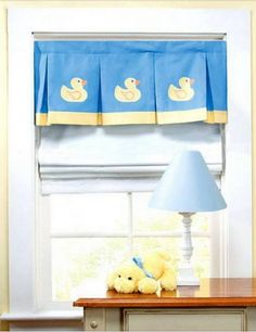 Look at the little duckies! This DIY pleated valance for baby's room is completely adorable. :)