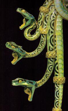 Lalique Очень классно посмотреть на деталь известного изделия поближе.