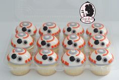 Roquefort mini cakes, smoked walnuts and bacon - Clean Eating Snacks Star Wars Party, Star Wars Wedding, Star Wars Cupcakes, Star Wars Cake, Star Wars Cupcake Toppers, Mini Cakes, Cupcake Cakes, Star Wars Essen, Bb8 Cake