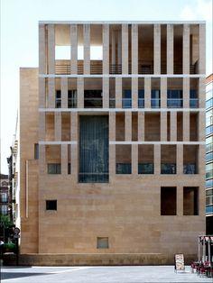 stone facade as screen - Murcia Town Hall - Rafael Moneo - 1998 Brick Architecture, Residential Architecture, Contemporary Architecture, Amazing Architecture, Interior Architecture, Stone Facade, Brick Facade, Building Facade, Building Design