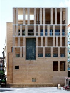 subtilitas:    Raphael Moneo - Murcia city hall, 1998 (in context). Via.