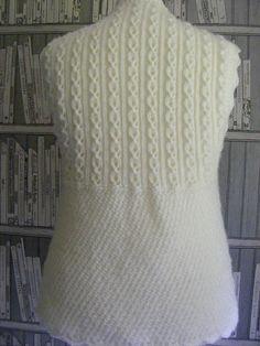 Modesty Vest Top pattern by maybebaby designs – Knitting patterns, knitting designs, knitting for beginners. Crochet Tunic Pattern, Jacket Pattern, Baby Knitting Patterns, Knitting Designs, Top Pattern, Hand Knitting, Ravelry, Turkish Fashion, Turkish Style