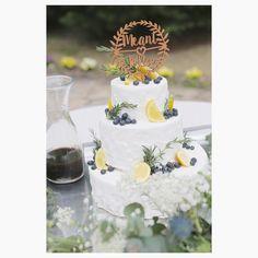「 . #yn_meanttobee0423 ➳Wedding Cake➳ . . 色々すっ飛ばして お気に入りの#ウェディングケーキ ❤︎ . . ブルーベリーとレモンとローズマリー . .…」