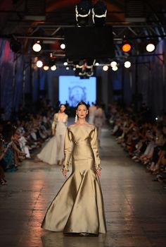 The Tuvanam Golden Bazaar Fashion Show - Fashion Designer Tuvana Buyukcinar Demir - Fashion Shows 2015 / Project Fellowship Fashion Shows 2015, Glitter Fashion, Golden Girls, Couture Fashion, Runway, Metallic, Bronze, Glamour, Gowns