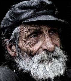Personaje: El vagabundo es viejo, sucio, feo, hambre, pobre, sabro, malévolo, y desagradable. Que se aprovecha de otras personas.