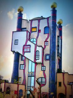 Plochingen , Hundertwasser-Gebäudekomplex, Architecture Old, Amazing Architecture, Architecture Details, Friedensreich Hundertwasser, Art Activities For Kids, Interesting Buildings, House Painting, Home Art, Bunt