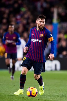 Lionel Messi Photos - Lionel Messi of FC Barcelona conducts the ball during the La Liga match between FC Barcelona and Valencia CF at Camp Nou on February 2019 in Barcelona, Spain. - FC Barcelona v Valencia CF - La Liga Leg Reference, Lional Messi, Antonella Roccuzzo, Argentina National Team, Messi Photos, Sports Awards, Uefa Champions, Camp Nou, Latest Sports News