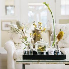 Learn how to style a coffee table in four easy steps! These coffee table decor ideas are fresh and fun, and can be easily recreated in your home! Coffee Table Tray, Coffee Table Styling, Decorating Coffee Tables, Coffee Table Arrangements, Floral Arrangements, Cosy Home, Small Space Design, Small Spaces, Tray Decor