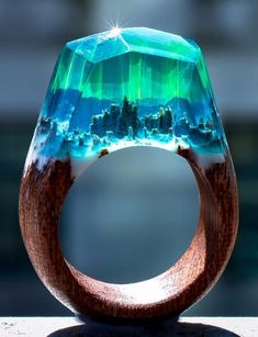Aurora Borealis Ring Magic in the skies to amaze the eyes. This ring is made of grey blue resin with green auroras. The base is made of sapele wood, a strong tree native to tropical Africa. Diy Resin Art, Diy Resin Crafts, Wood Resin, Resin Ring, Resin Jewelry, Jewlery, Aurora Borealis, Space Jewelry, Jewelry Design