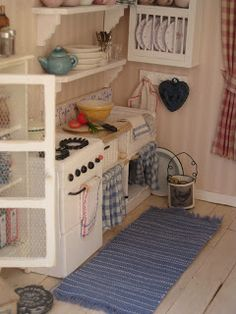I just want to show you som new pictures on details on the Liza´s Cottage. At the firts picture you see the sink that I made fro. Cubby Houses, Play Houses, Doll Houses, Fairy Houses, Miniature Rooms, Miniature Kitchen, Miniature Houses, Barbie Furniture, Dollhouse Furniture