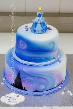 Magical cinderella cake for a little princess! Unique Cakes, Creative Cakes, Fondant Cakes, Cupcake Cakes, Airbrush Cake, Character Cakes, Disney Cakes, Frozen Cake, Novelty Cakes