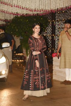 I feel like Aditi Rao Hydari's outfits are the best out of everyone. Her ethnic and western outfits individually and combined are just so underrated. Casual Indian Fashion, Indian Fashion Dresses, Dress Indian Style, Indian Designer Outfits, Designer Party Wear Dresses, Kurti Designs Party Wear, Pakistani Dresses Casual, Pakistani Dress Design, Stylish Dress Designs