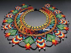 "199 Me gusta, 5 comentarios - Indigenas,EmberaChami (@arte_embera) en Instagram: ""OKAMA EMBERA WERA Todo hecho a mano 🖐🖐 EMBERA CHAMI #asociacionjaipono #europe #exclusive #cooler…"" Beading Projects, Beading Tutorials, Peyote Patterns, Beading Patterns, Native Beadwork, Beaded Crafts, Peyote Beading, Beaded Collar, Bijoux Diy"