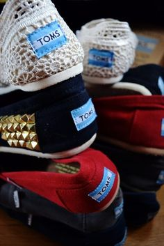 cheap toms shoes now sell at loss at toms website online. Shop discount toms shoes here and enjoy comfortable and fashion in summer. Cheap Toms Shoes, Toms Shoes Outlet, Crazy Shoes, Me Too Shoes, Tom Shoes, Prom Accessories, Crochet Shoes, Toms Crochet, Crochet Granny