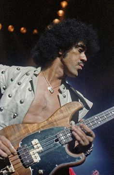 Phil Lynott - Thin Lizzy at Hammersmith Odeon November 1981 Heavy Rock, Heavy Metal, Irish Rock, Thin Lizzy, Greatest Rock Bands, Rock Of Ages, Tour Posters, Rockn Roll, Rock Legends