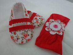 Sapatinho e faixa floral feito em feltro com tecido de algodão tamanho M 3-6 meses (11 cm de solado) sapatilha removivel Feito em outros tamanhos do P-G consulte-nos! R$ 41,20