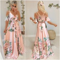 Um longo de princesa 😱 Que sonho de vestido !! 💕💕💕 O rosa que amamos 😍😍😍 Na estampa mais PERFEITA da vida!! 💖 Tecido acetinado e com bojo é opção de laço na frente ou nas costas ✨ Um encanto!! Boho Fashion, Fashion Looks, Fashion Outfits, Grad Dresses, Casual Dresses, Pretty Dresses, Beautiful Dresses, Summer Outfits Women, Summer Dresses