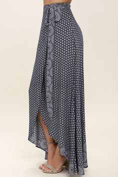 Keep things easy, breezy, and carefree with the Lighthearted Navy Blue Print Wrap Maxi Skirt! A navy blue and ivory floral-meets-paisley print travels across lightweight, woven fabric as it falls from a tying waist into a breezy wrap skirt. Denim Skirt Outfits, Casual Dress Outfits, Simple Outfits, Boho Fashion, Fashion Dresses, Printed Maxi Skirts, Ladies Dress Design, Casual Chic, Dress Skirt