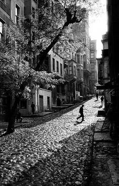 Tarlabasi  Turquía 1965  by ara Guler