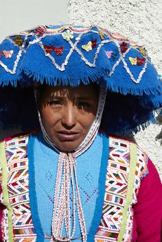 the Peruvian people are & have always been an inspiration on the proud use of glorious bright, bold & naturally hand dyed colors, kudos! ...  via; Cannelle et Vanille