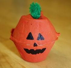 Egg Carton Jack O' Lanterns- cute recycled crafts for Halloween!