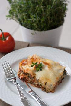This recipe for chicken lasagna with spinach, cottage cheese and béchamel sauce is one of our favorite lasagna recipes. It is easy to make and has a super delicious taste. Chicken Lasagna, Spinach Lasagna, Snack Recipes, Dinner Recipes, Cooking Recipes, Healthy Recipes, Healthy Food, Snacks, Pasta Recipies
