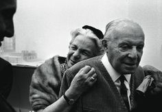 """L'architetto milanese Gio Ponti e la moglie Giulia. Celebre il ritratto che lui ne fece nel suo dipinto """"La Giulia buona e la Giulia cattiva""""."""