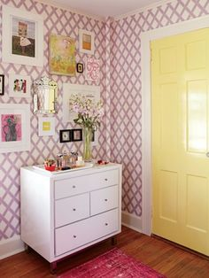 Suzanne and Lauren McGrath Make Over Hannah Kahn's Room | TeenVogue.com
