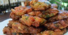 Ξεκινήστε …πάρτε λίγες ντομάτες και μυρωδικά που όλοι έχουμε στο ψυγείο και με ελάχιστο χρόνο και κόπο φτιάξτε αυτούς τους καταπληκτικούς τραγανούς -αφράτο Cooking Cake, Cooking Recipes, Cyprus Food, A Food, Food And Drink, Meatless Burgers, Greek Cooking, Weird Food, Savoury Dishes