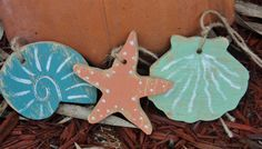 25 Beach Themed Wooden Sea Shell Tags Nautical di TheSavvyShopper1