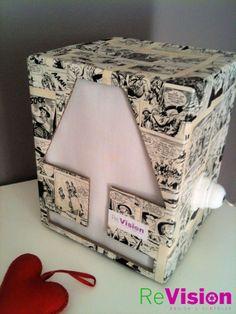 Tex CUBE. lampada da tavolo dim. 20 cm x 20 cm, h, 30. Forata sul fronte e sul retro permette alla luce di diffondersi uniformemente.