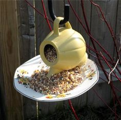 25 Recycled Crafts And Smart Recycling Ideas For Making Cheap Bird Feeder…