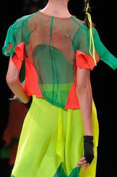 Yohji Yamamoto at Paris Fashion Week Spring 2014 - Details Runway Photos