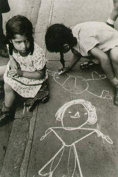 Helen Levitt, Street Drawing, New York, 1940