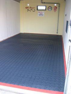 Garagenboden eines Kunden mit Bergo ROYAL dunkelblau