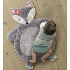 Babies R Us Exclusive! The Levtex Baby Fiona Fox Playmat is an adorable grey fox made with a soft faux fur front and a coral geometric ditsy print back. This playmat is ideal for tummy time, diaper changes or simply an accent to your nursery decor. The Levtex Baby Fiona Fox Playmat Features: Babies R Us Exclusive! Made with soft faux fur front and a coral ditsy print cotton back