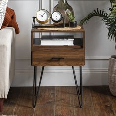 Side Table Decor, Table Decor Living Room, Bed Side Table Ideas, Side Table Makeover, Contemporary Side Tables, Modern End Tables, Modern Bedside Table, Diy Bedside Tables, Metal Nightstand