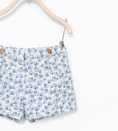 Bermuda shorts with printed shells from Zara