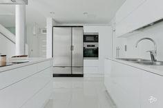 valkoinen-koti-keittio Alcove, Home Kitchens, Bathtub, Bathroom, Colonial, Kitchen Ideas, Google, Photos, Kitchen
