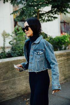 Paris Original.  Las prendas denim con detalles deshilachados se han convertido en el último capricho de las 'fashion insiders' gracias a su carácter 'custom', personal e intransferible.