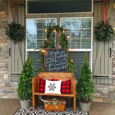 Are you searching for images for farmhouse christmas decor? Check out the post right here for cool farmhouse christmas decor pictures. This particular farmhouse christmas decor ideas seems completely amazing. Farmhouse Christmas Decor, Country Christmas, Christmas Home, Christmas Crafts, Simple Christmas, Christmas Front Porches, Modern Christmas, Christmas Movies, Front Porch Ideas For Christmas
