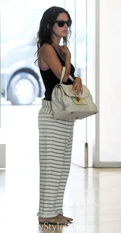 Rachel Bilson & Hayden Christensen Couple Up for Routine Baby Check-Up!: Photo Rachel Bilson covers her growing baby bump with a strategically-placed purse while heading to the clinic for a check-up on Monday (June in Beverly Hills, Calif. Rachel Bilson, Zoe Hart Style, Cute Fashion, Fashion Outfits, Spring Fashion, Fashion Trends, Pregnant Actress, Celebrity Style Guide, Hayden Christensen