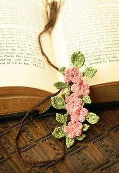 crochet bookmarks - Marque-page en crochet Crochet Bookmarks, Crochet Books, Love Crochet, Crochet Gifts, Crochet Motif, Irish Crochet, Crochet Flowers, Crochet Stitches, Knit Crochet