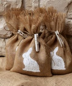EASTER: Burlap bags stencilled and tied with NAME CARDS for your Easter dinner table.